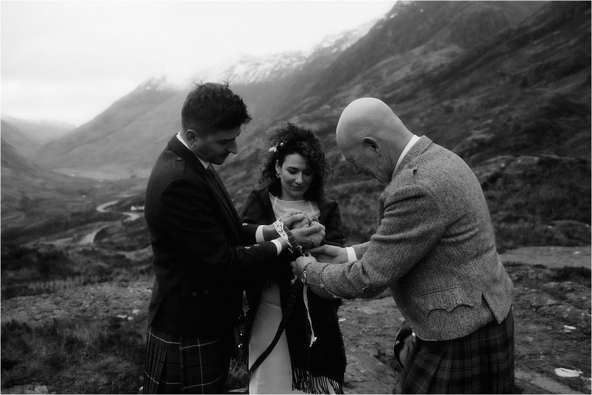 Scottish hand fasting ceremony during a Glencoe elopement