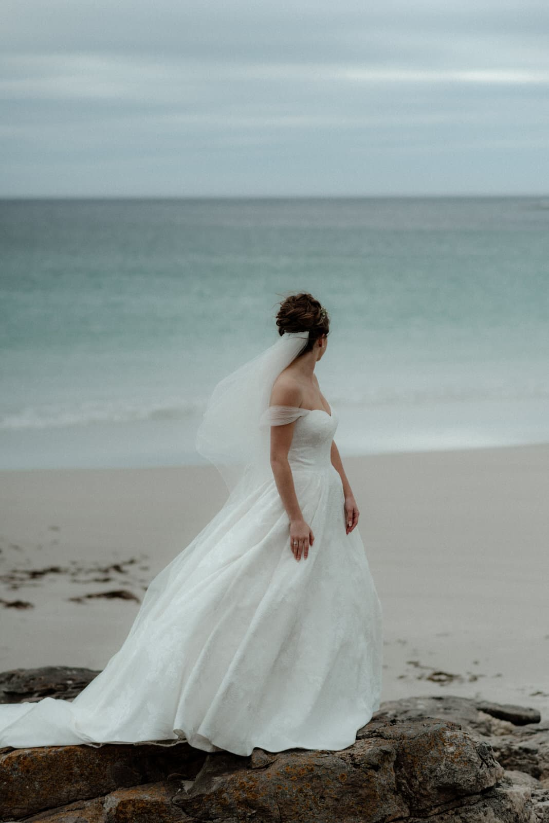 isle of Barra elopement bride at the beach
