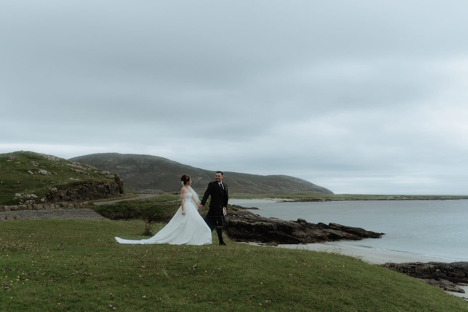 elopement couple on the outer hebrides