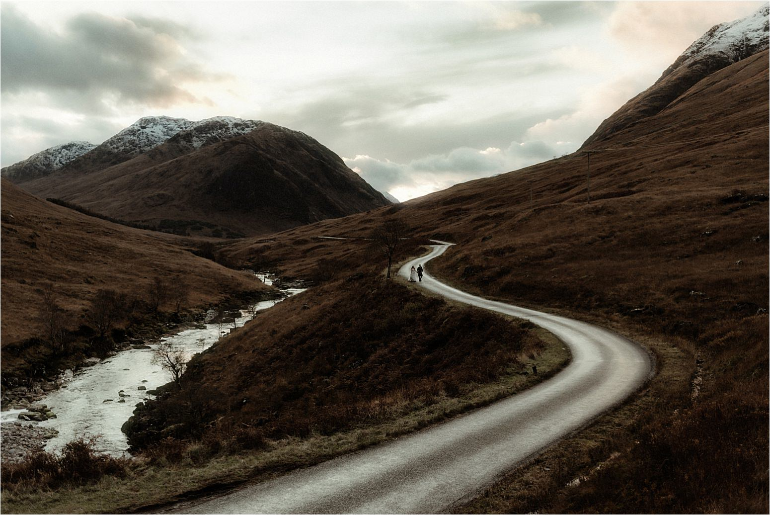 elope to scotland couple in glencoe
