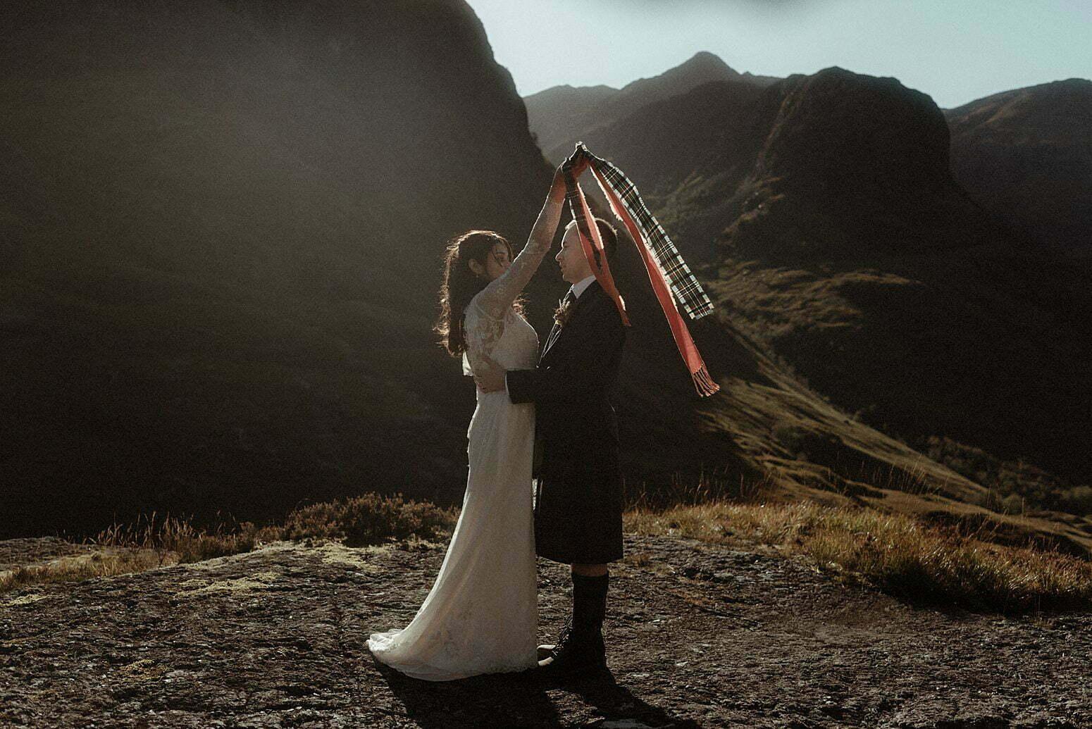 elope scotland couple in glencoe