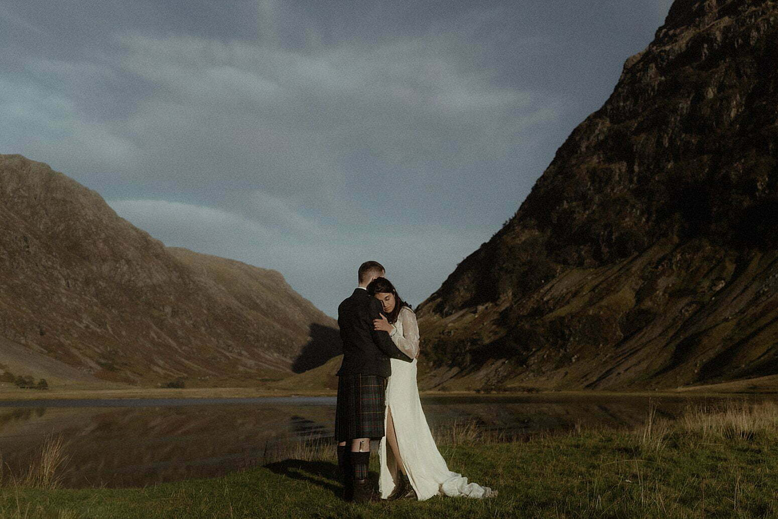 Elope Scotland couple in the mountains of Glencoe in Autumn