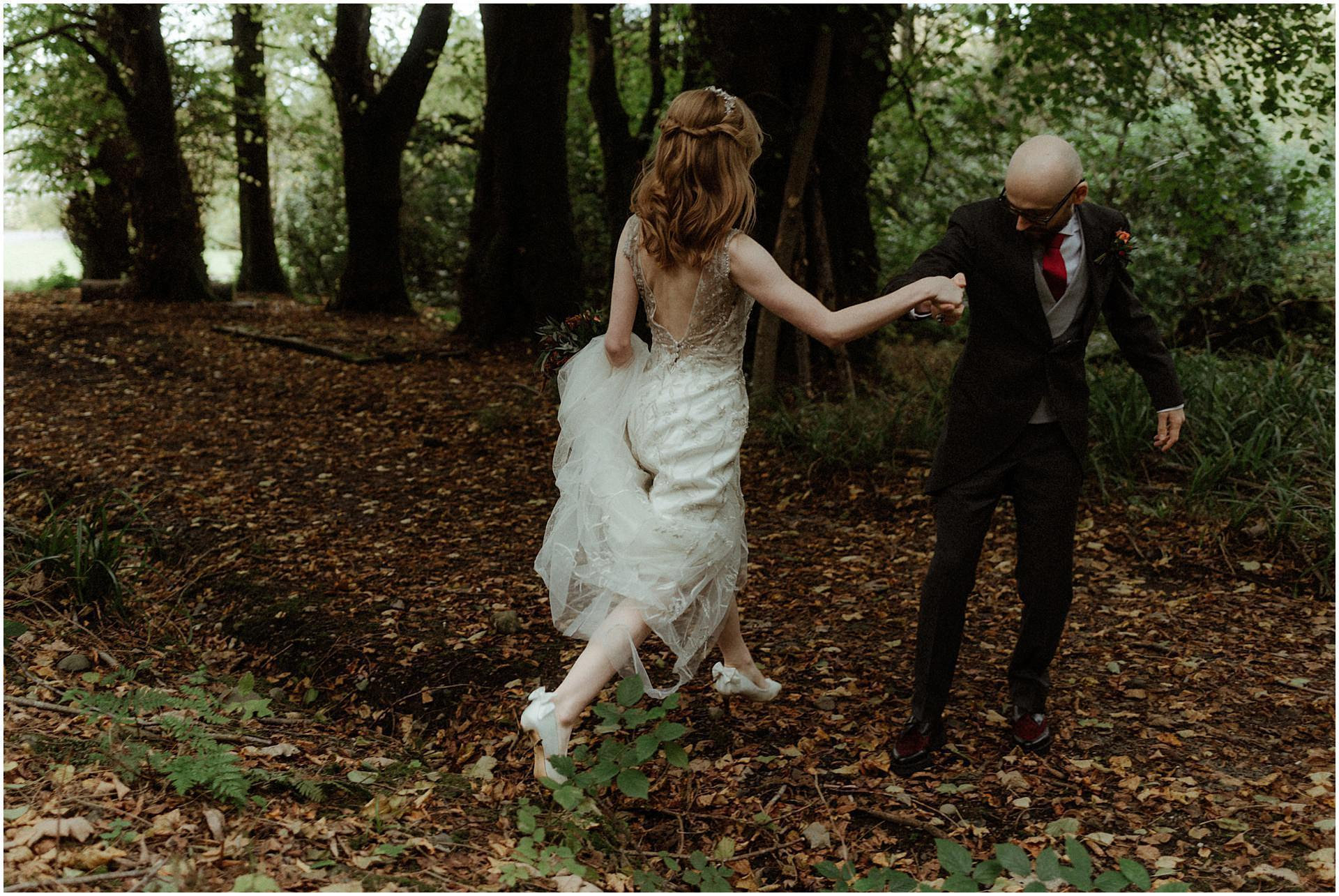 bride and groom eloping in Scotland